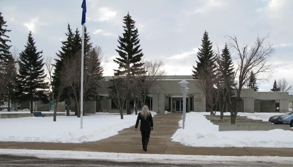 2013 01 18 Ernst attending Drumheller Court where the case is supposed to be heard