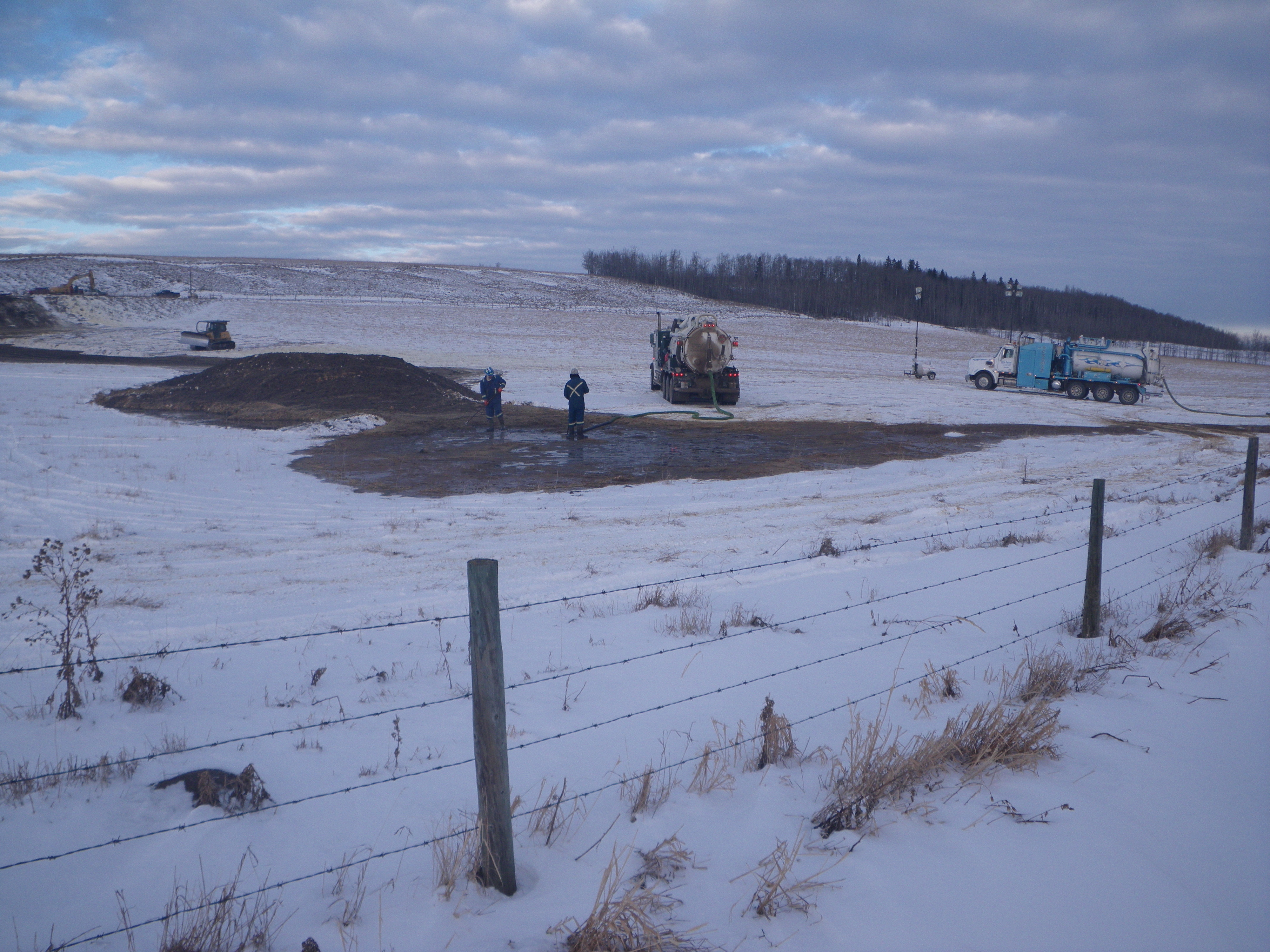2012 01 13 Innisfail frack communication frac hit cleanup oil and undisclosed frac fluid workers no respirators