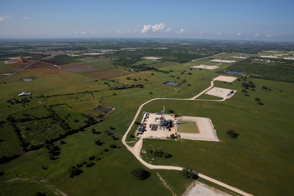 2015 Greenpeace, photo Aaron Sprecher, Encana fracking blowout Karnes Co Texas.1884
