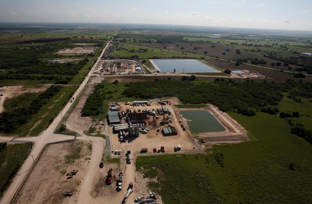 2015 Greenpeace, photo Aaron Sprecher, Encana fracking blowout Karnes Co Texas.2018