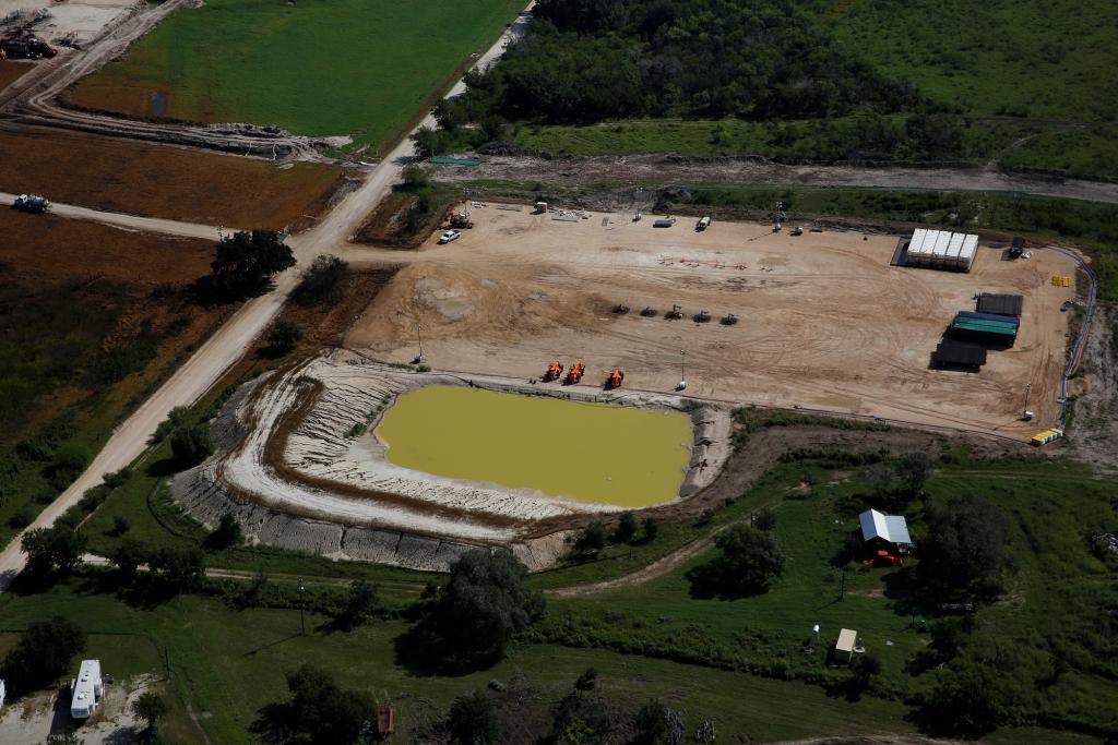 2015 Greenpeace, photo Aaron Sprecher, Encana fracking blowout Karnes Co Texas.2084