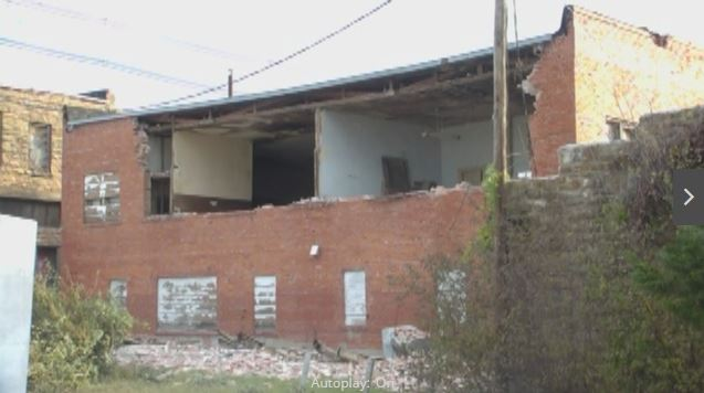 2016-11-07-kjrh-video-tour-buildling-wall-collapse-from-cushing-5-0m-earthquake-on-nov-6-2016